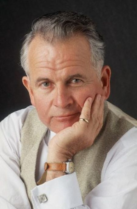 Sir Ian Holm dies at age 88
