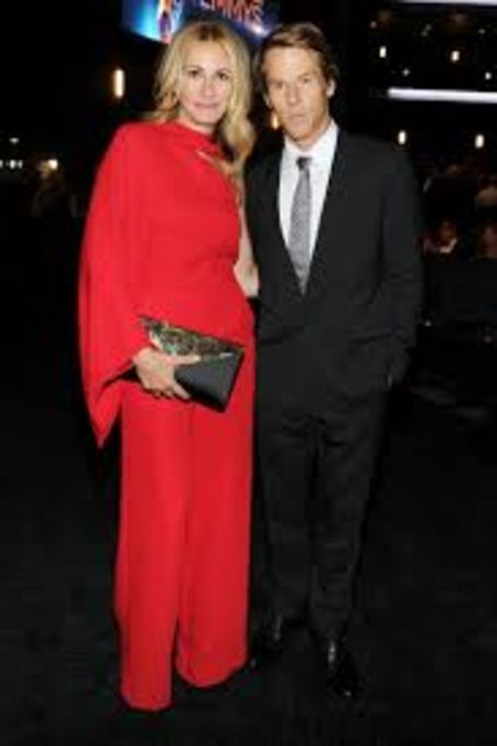 julia roberts net worth, Husband
