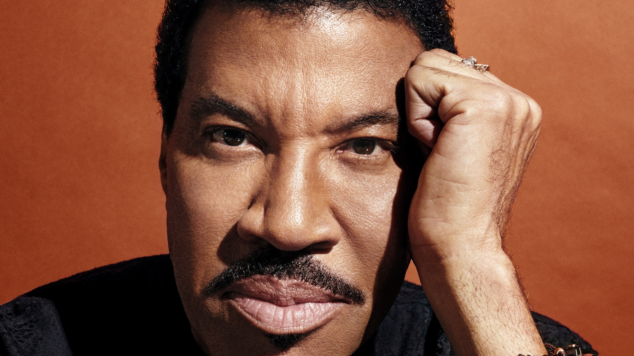 Lionel Richie Net Worth, Kids, Bio, Wife, Age, Career, & More